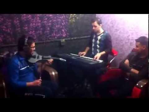 احمد عبدالسلام مع سديم الغريب وعازف الكمان مارتن