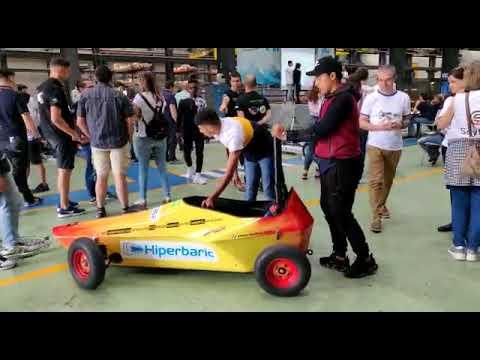 El coche de inercia del IES Almina, listo para competir en el 'Hiperbaric Challenge' de Burgos