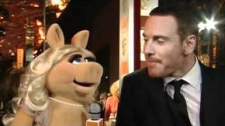 Miss Piggy @ BAFTAs 2012 // Michael Fassbender