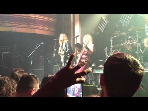 Lita Ford & Lzzy Hale Close my eyes for every live 4/27/16