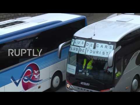 France: Bus drivers disrupt Paris traffic in protest against anti-diesel measures