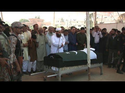 Entierran a adolescente paquistaní muerta en tiroteo de Texas