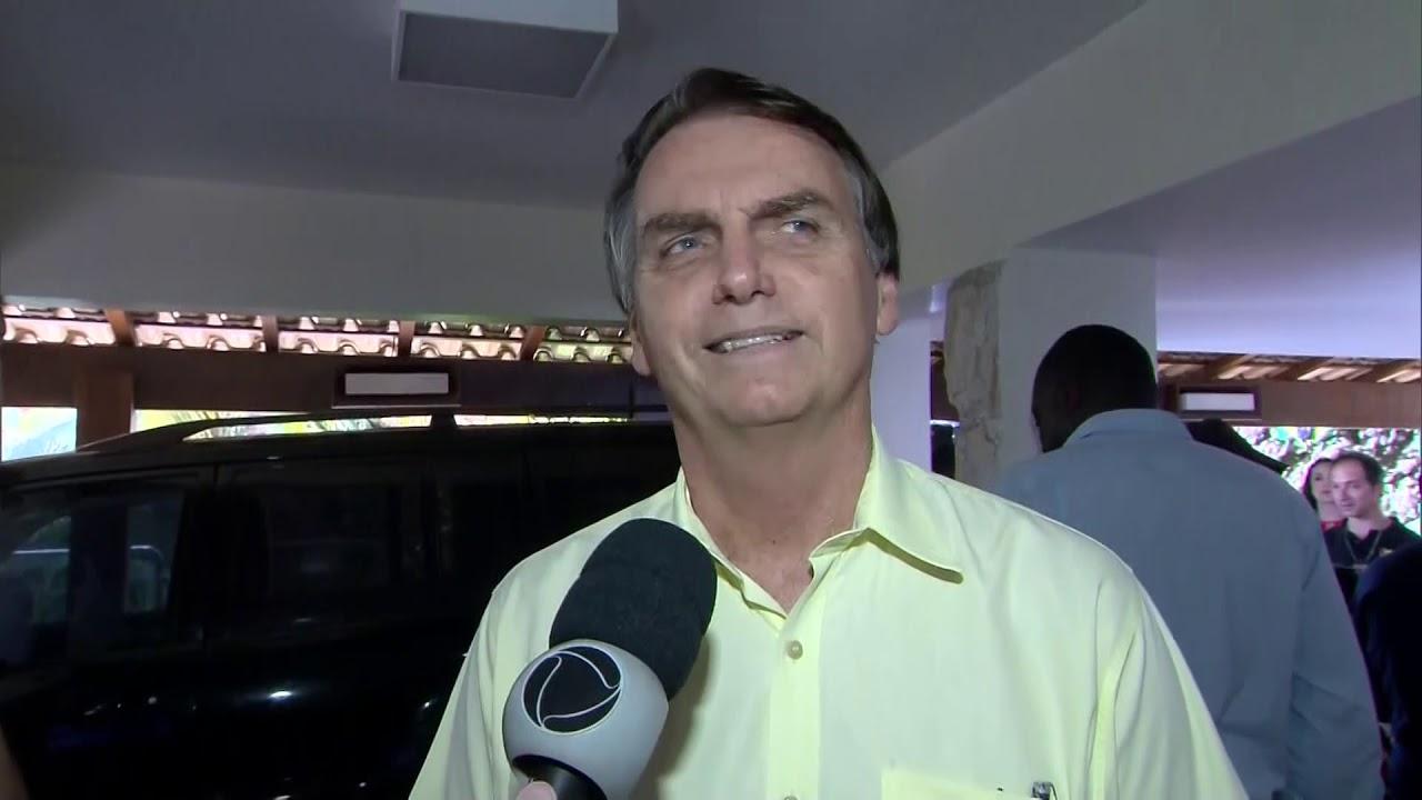 Bolsonaro dá declaração após anúncio de Moro como ministro da Justiça
