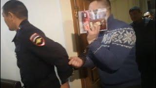 В Улан Удэ полицейские получили реальные сроки по делу Никиты Кобелева. Репортаж из зала суда