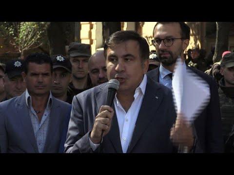Mikheil Saakashvili talks to his supporters in Kiev