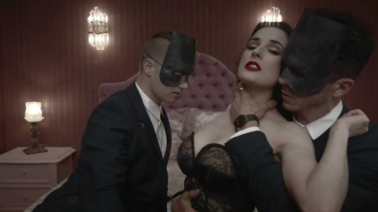 Dita von teesnude with a girl — pic 1