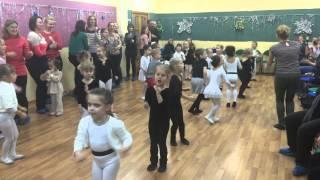 танец детей и их родителей