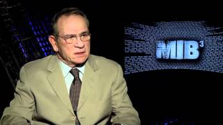 Awkward Tommy Lee Jones interview for MEN IN BLACK 3