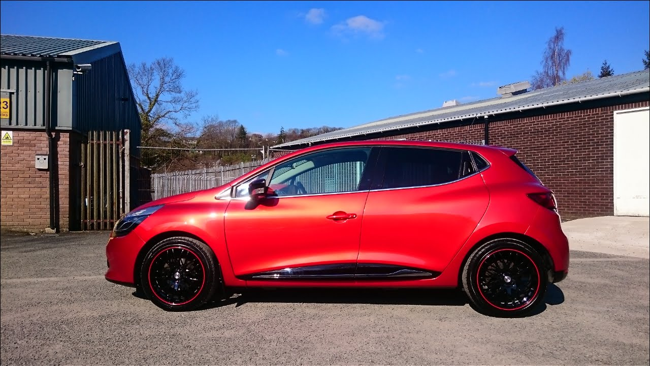 Detailed insanely shiny Renault Clio in Flame Red - YouTube