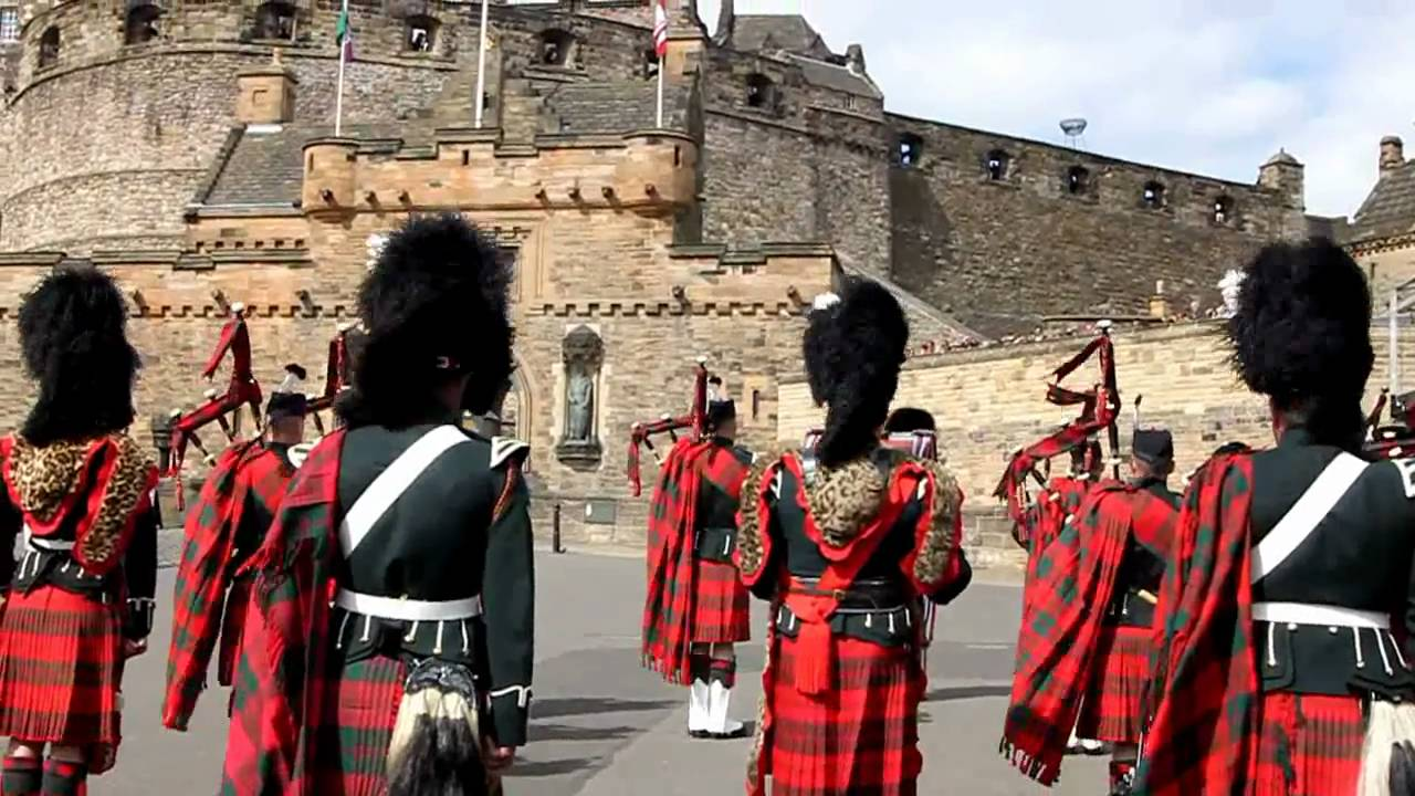 the queen u0027s birthday celebration with bagpipes at edinburgh castle