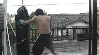 【チーム・ファイヤー】サンドバッグ打ち(ボクシング)20111007 thumbnail
