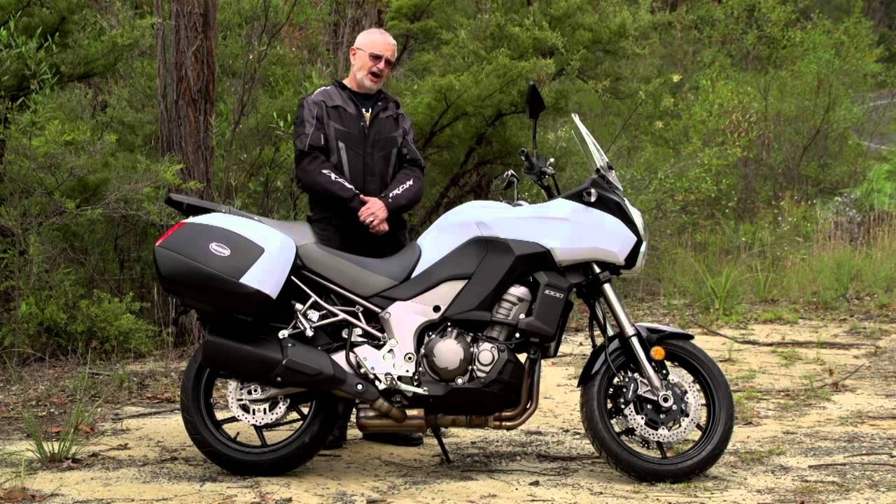 Kawasaki Versys review by the Bear - YouTube