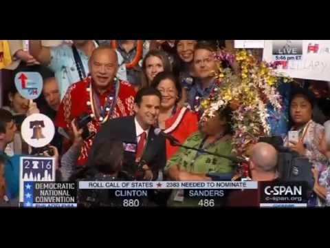 Chelsea Lyons Kent gives middle finger during 2016 DNC Roll Call of States