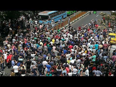 إيران: مئات المتظاهرين يهاجمون حوزة دينية قرب طهران  - 11:22-2018 / 8 / 6