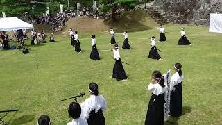 二本松市立岳下小学校生が居合を披露してくれました。
