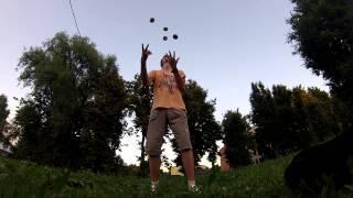 Жонгляж. Переход с 3 на 4 на 5(Немного жонгляжа от меня с середины лета. Выкладываю только сейчас лишь по одной простой причине: долгое..., 2013-11-04T13:46:23.000Z)