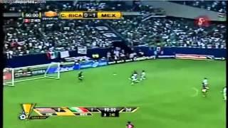 Narrador de futbol se enoja en pleno partido