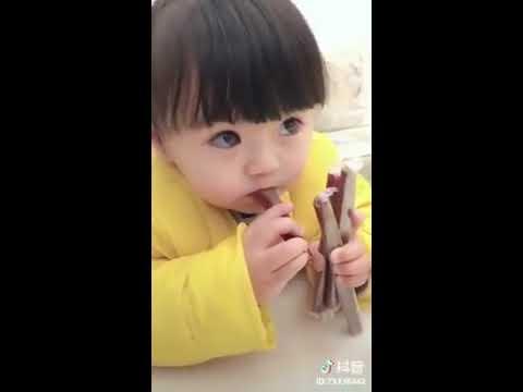 Aşırı sevimli koreli küçük kız ama çok aşırı