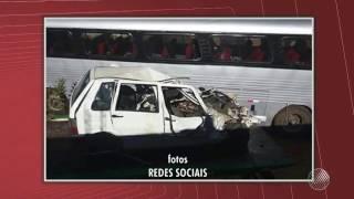 Batida entre carro e ônibus deixa seis mortos entre Urandi e Pindaí