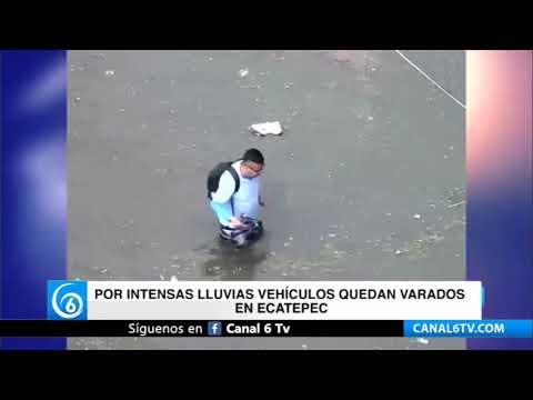 Por intensas lluvias vehículos quedan varados en Ecatepec
