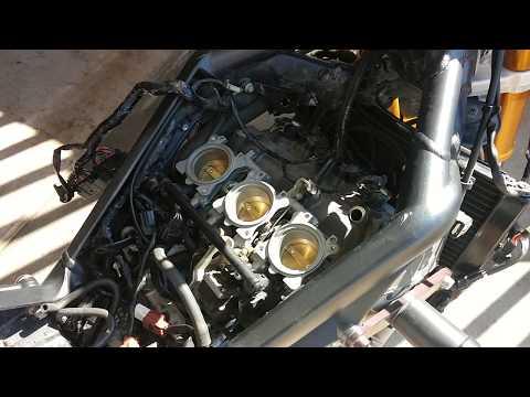Triumph Daytona 675 (06-08): How to Remove SAI Servo and Vacuum Lines