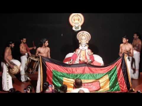 WATCHING KATHAK KALI DANCE in MUNNAR ,...