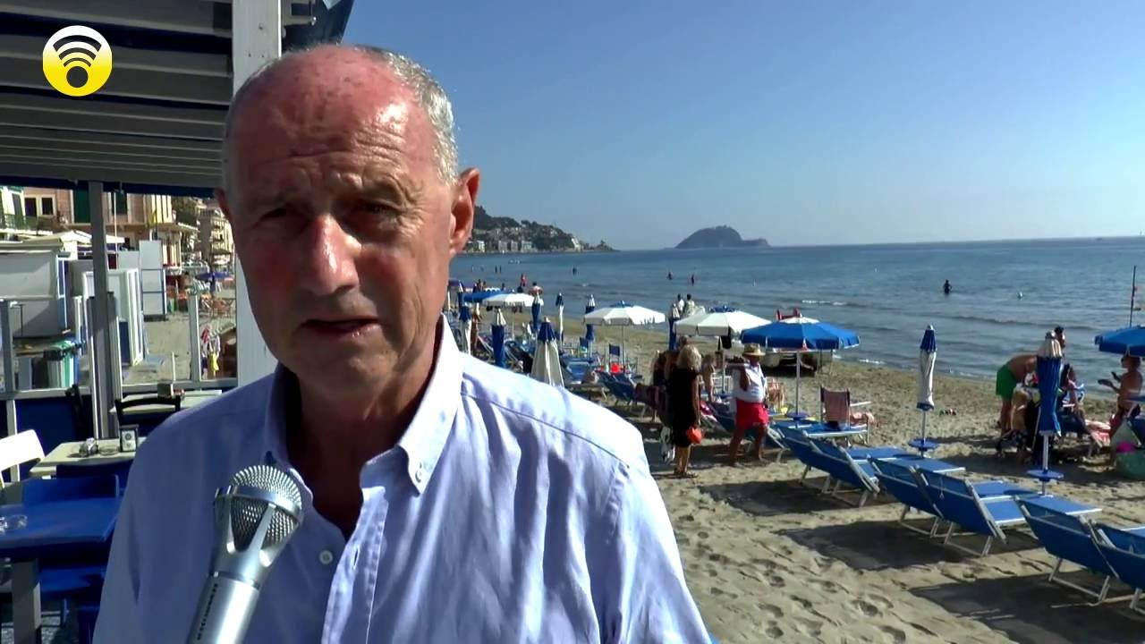 Liguria, l'inusuale estate prolungata richiama i turisti ed affolla le spiagge di Alassio: video #3