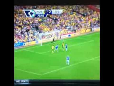 Robbie Earle hilariously stumbles over Ricky van Wolfswinkel's Name on NBC Premier League Coverage