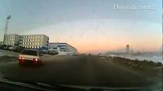 Esplosione asteroide in Russia. Meteoriti causano danni e centinaia di feriti. Oggi DA14. thumbnail