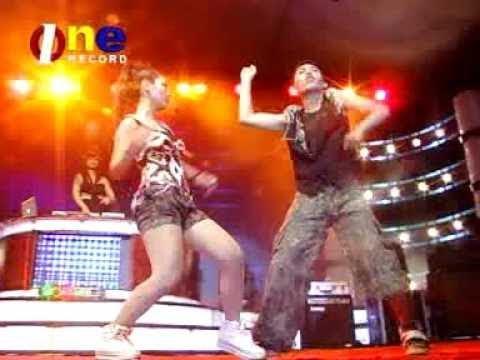 Kiki Anggun - Enggak Level (Official Video Karaoke)