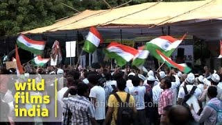 Youth supports Anna Hazare in their own style