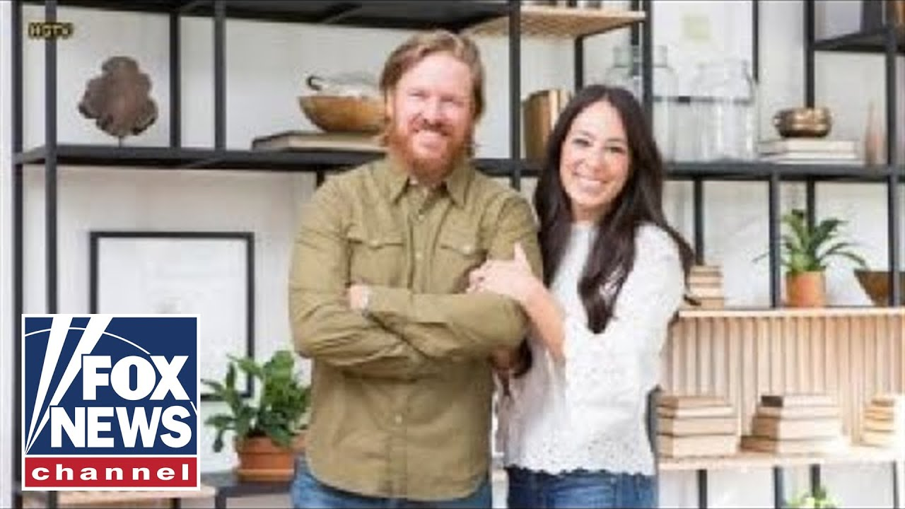 chip and joanna gaines say tearful goodbye to 39 fixer upper 39 youtube. Black Bedroom Furniture Sets. Home Design Ideas