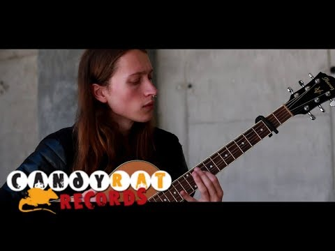 Jess - Viral Vids: AWESOME Acoustic Killing In The Name