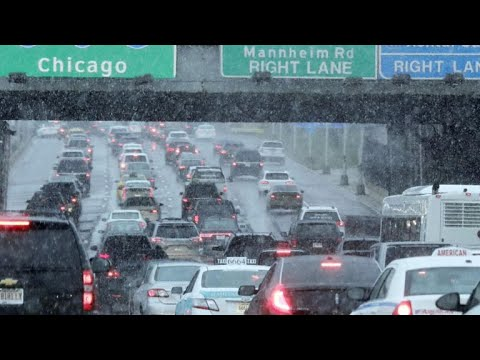Snow Causes Travel Headaches in Chicago, Upper Midwest ...