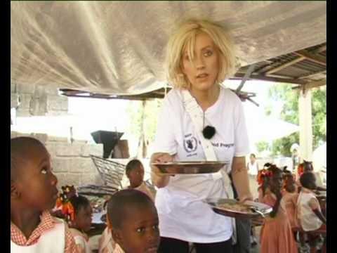 TodaysNetNews - CHRISTINA AGUILERA HELPS FEED HUNGRY CHILDREN