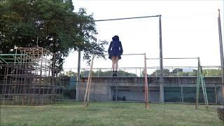 高鉄棒での振り逆上がりです。他の動画よりスカートを短くしてなんとか...