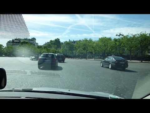 Le rond point de la place de étoile à PARIS par l'auto école PAS A PAS