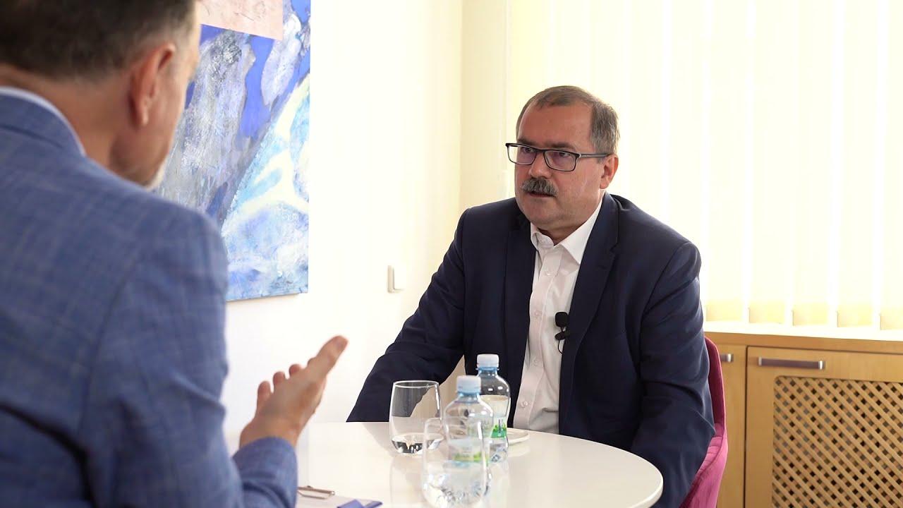 Jaký je rozdíl mezi informátorem StB premiérem Josefem Tošovským a premiérem Andrejem Babišem?