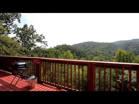 """Kayla's Hideaway"" Romantic 1-Bedroom Cabin in Sky Harbor Resort - Cabins USA 2016"
