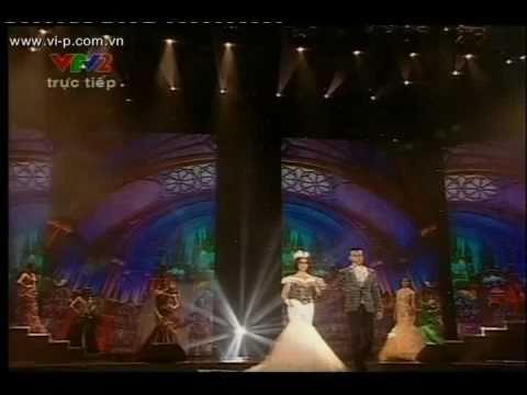 Lung linh sắc Việt - Biểu diễn thời trang