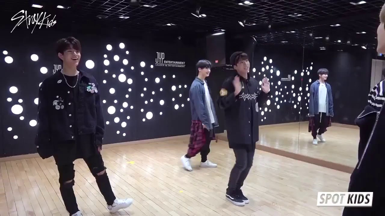 JYP Stray Kids dance to TWICE 'LIKEY'|라이키 라이키