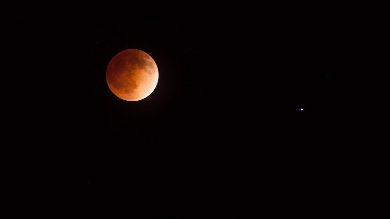 Here's How to Photograph Wednesday's Spectacular Lunar Eclipse