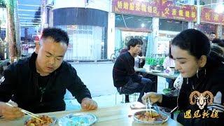 阿克苏王三街夜市 - 新疆胖纸哥在夜市吃美食都不老实 当场撩妹成功