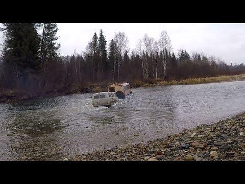 Урал перетаскивает очень глубокий брод санитарку