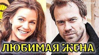 Известная жена и подробности личной жизни красавца актера Алексея Морозова