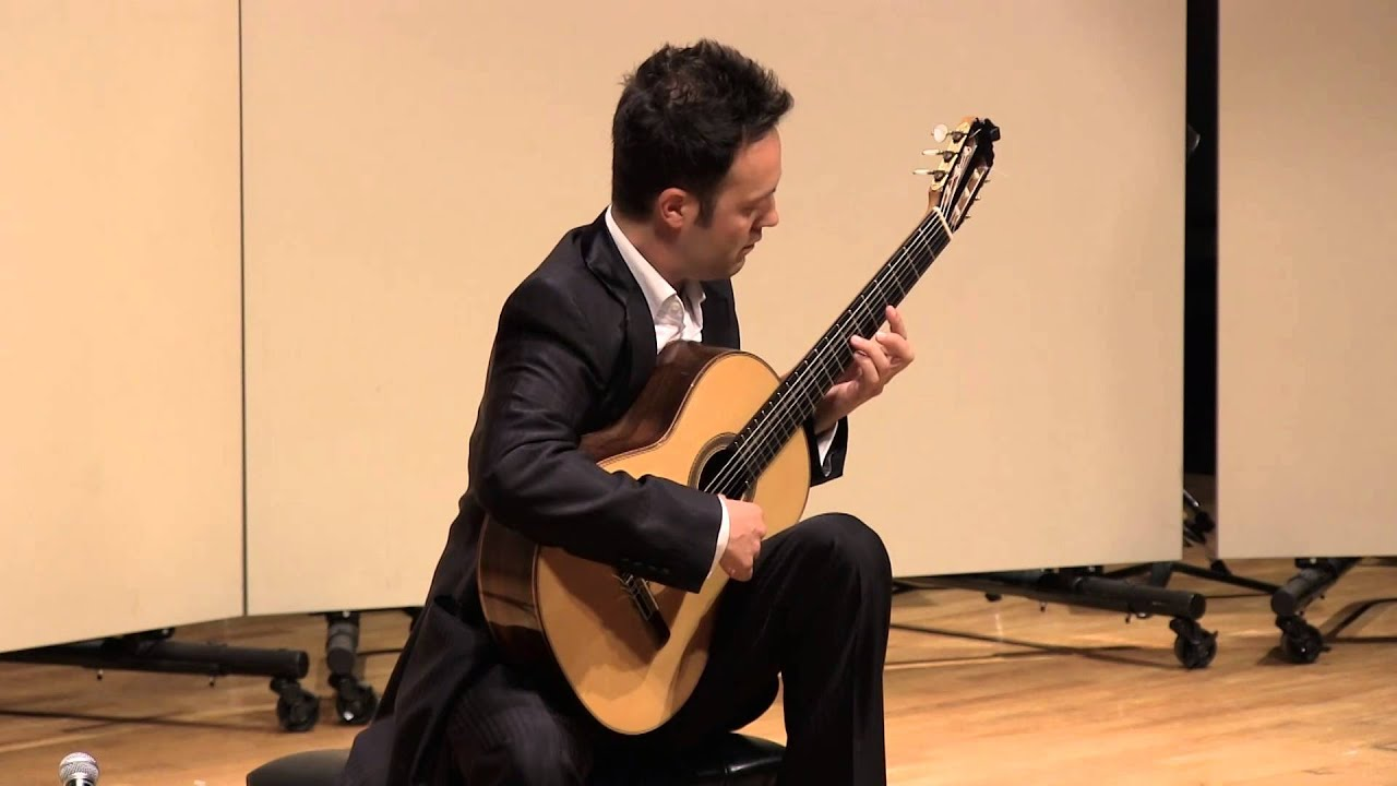 David Martínez plays Aguado: Andante and Rondo no. 2