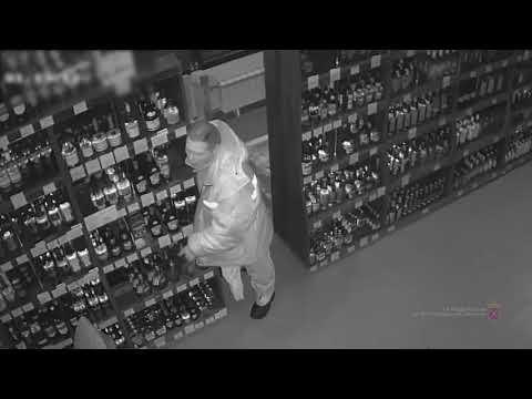 Разбивающий двери «Бристоль» ради ночной попойки волжанин попал на видео