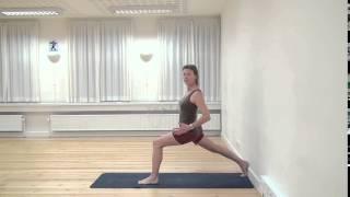 Iyengar Yoga-øvelse 10: Virabhadrasana 1 (Kriger nr. 1) - FOF Aarhus