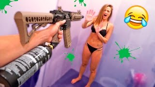 PAINTBALL GUN SHOWER SCARE **PRANK WARS**