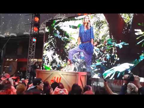 Bob Sinclar & Gisele - Heart Of Glass in Times Square, New York